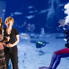 Miley Cyrus, Julie Anne Robinson e Liam Hemsworth sul set di The Last Song