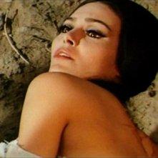 Daliah Lavi in una sensuale sequenza del film La frusta e il corpo (1963)