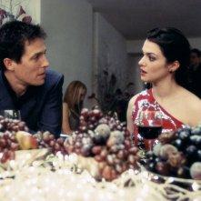 Hugh Grant (Will) e Rachel Weisz (Rachel) in una scena del film About a Boy - Un ragazzo
