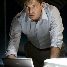 Il Dr. Caine (Tygh Runyan) nell'episodio Space di Stargate Universe