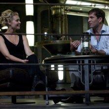 Tamara Johansen (Alaina Kalanj) parla con il Dottor Caine (Tygh Runyan) nell'episodio Space di Stargate Universe