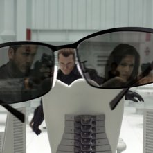 Wentworth Miller, Kacey Barnfield (riflessi negli occhiali) e Shawn Roberts in un momento del film Resident Evil: Afterlife