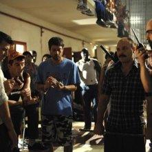 Alberto Ammann e Luis Tosar in una scena del film Cella 211