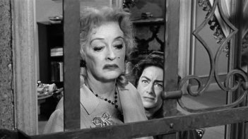 Bette Davis e Joan Crawford in una scena del film Che fine ha fatto Baby Jane?