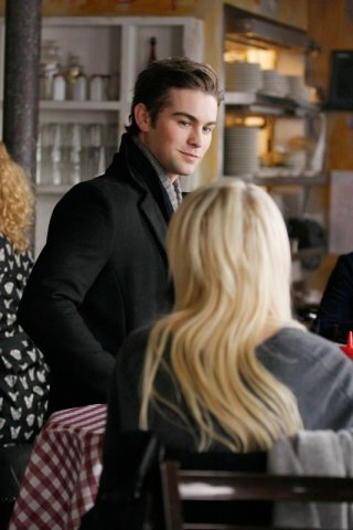 Chace Crawford rivolto a Taylor Momsen (di spalle) nell'episodio Inglourious Basstards  di Gossip Girl