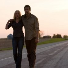 Radha Mitchell e Timothy Olyphantin una scena del film La città verrà distrutta all'alba