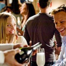 Sophie (Amanda Seyfried) e Charlie (Christopher Egan) cenano assieme nel film Letters to Juliet