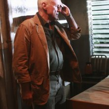 Alan Dale in una scena dell'episodio Happily Ever After di Lost