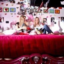 Cecilia Albertini e Laura Adriani in un'immagine del film Piazza Giochi
