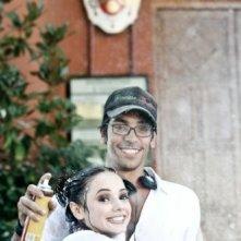 Il regista Marco Costa con Laura Glavan sul set del film Piazza Giochi