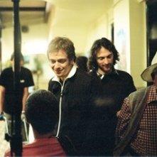 Il regista Micha Wald e Jonathan Zaccaï sul set di Simon Konianski