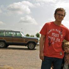 Jonathan Zaccaï e Nassim Ben Abdeloumen in una scena del film Simon Konianski
