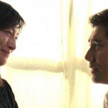 Kimiko Yo e Masahiro Motoki in una scena del film Departures