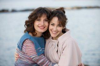 Le due Natalie de 'La doppia vita di Natalia Blum' sul set dell'episodio di Crimini: Lidiya Liberman e Anita Caprioli