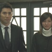 Masahiro Motoki e Ryoko Hirosue in una scena del film Departures
