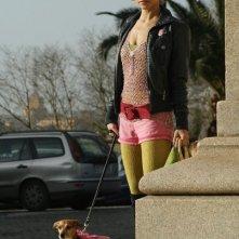 Alessandra Carlesi e la cagnetta Mila sul set del film Quando si diventa grandi