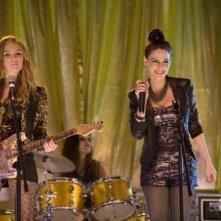 Alex McKenna e Jessica Lowndes nell'episodio Sweaty Palms and Weak Knees di 90210