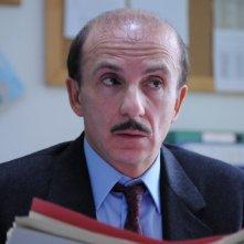 Carlo Buccirosso in una scena del film Dalla vita in poi