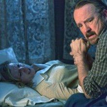 Supernatural: Jim Beaver e Carrie Fleming in una scena dell'episodio Dead Men Don't Wear Plaid