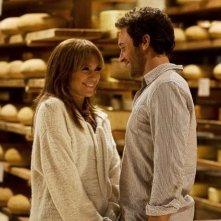 Jennifer Lopez e Alex O'Loughlin in una scena della commedia Piacere, sono un po' incinta