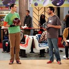 Jim Parsons contro Wil Wheaton in una scena dell'episodio The Wheaton Recurrence di The Big Bang Theory