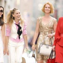 Kristin Davis, Sarah Jessica Parker, Cynthia Nixon e Kim Cattrall in una scena di Sex and the City