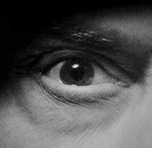 L\'inquietante occhio dell\'assassino del film La scala a chiocciola