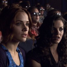 Lori (Shantel Vansanten) e Janet (Haley Webb) al cinema nell'horror The Final Destination 3D