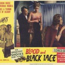 Luciano Pigozzi con Ariana Gorini e Mary Arden in una lobby card del film Sei donne per l'assassino