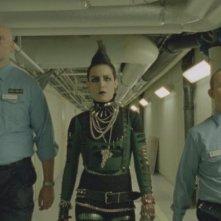 Noomi Rapace nel ruolo di Lisbeth, protagonista del film La regina dei castelli di carta