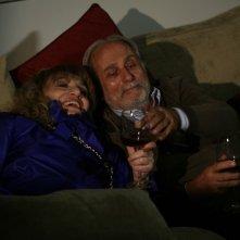 Piera degli Esposti e Luigi Diberti nell'episodio La lontananza di Tutti pazzi per amore 2