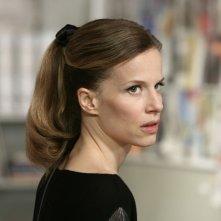 Sonia Bergamasco nell'episodio La lontananza di Tutti pazzi per amore 2