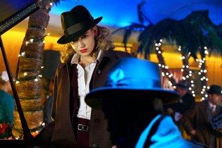 Fringe: Anna Torv in una delle prime immagini dell'episodio musicale Brown Betty
