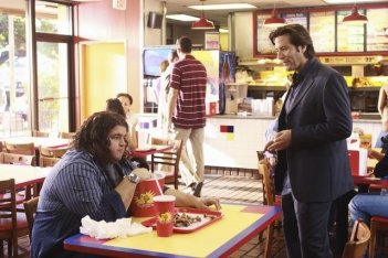 Lost: Henry Ian Cusick e Jorge Garcia nell'episodio Everybody Loves Hugo