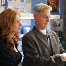 Una scena dell'episodio Jurisdiction di Navy NCIS con Diane Neal e Mark Harmon