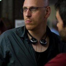 Il regista Oren Moverman sul set del suo film The Messenger