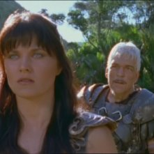 Lucy Lawless e Tom Atkins nell\'episodio Xena e il padre perduto di Xena