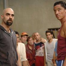 Luis Tosar e Carlos Bardem in una sequenza del film Cella 211