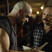 Luis Tosar e Vicente Romero in una sequenza del film Cella 211