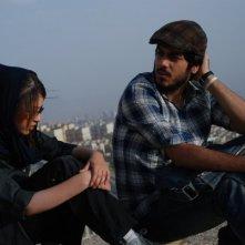 Negar Shaghaghi e Hamed Behdad in una scena del film I gatti persiani