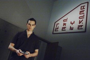 Giles Panton nell'episodio We Can't Win di V, remake di Visitors