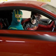 Kick-Ass (Aaron Johnson) e Red Mist (Christopher Mintz-Plasse) in una scena del film Kick-Ass