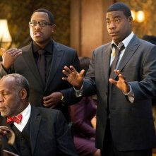 Martin Lawrence, Danny Glover e Tracy Morgan in una scena della commedia Festa col morto