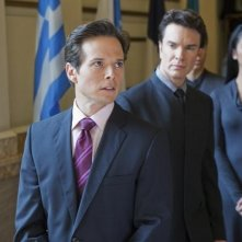 Scott Wolf e Christopher Shyer nell'episodio We Can't Win di V, remake di Visitors