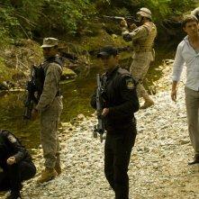 Alaina Kalanj, Jamil Walker Smith, Brian J. Smith e Tygh Runyan esaminano il nuovo pianeta nell'episodio Faith di Stargate Universe