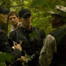 Alaina Kalanj, Tygh Runyan, Brian J. Smith e Jamil Walker Smith sul nuovo pianeta nell'episodio Faith di Stargate Universe