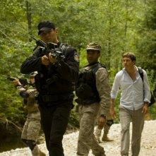 Brian J. Smith, Jamil Walker Smith, Tygh Runyan e Alaina Kalanj esplorano il pianeta nell'episodio Faith di Stargate Universe