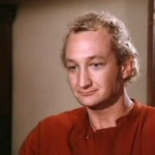 Robert Englund nel serial V-Visitors