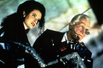Vanessa Pike e Robert Englund in The Mangler