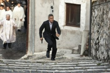 Ancora George Clooney in un concitata sequenza di The American